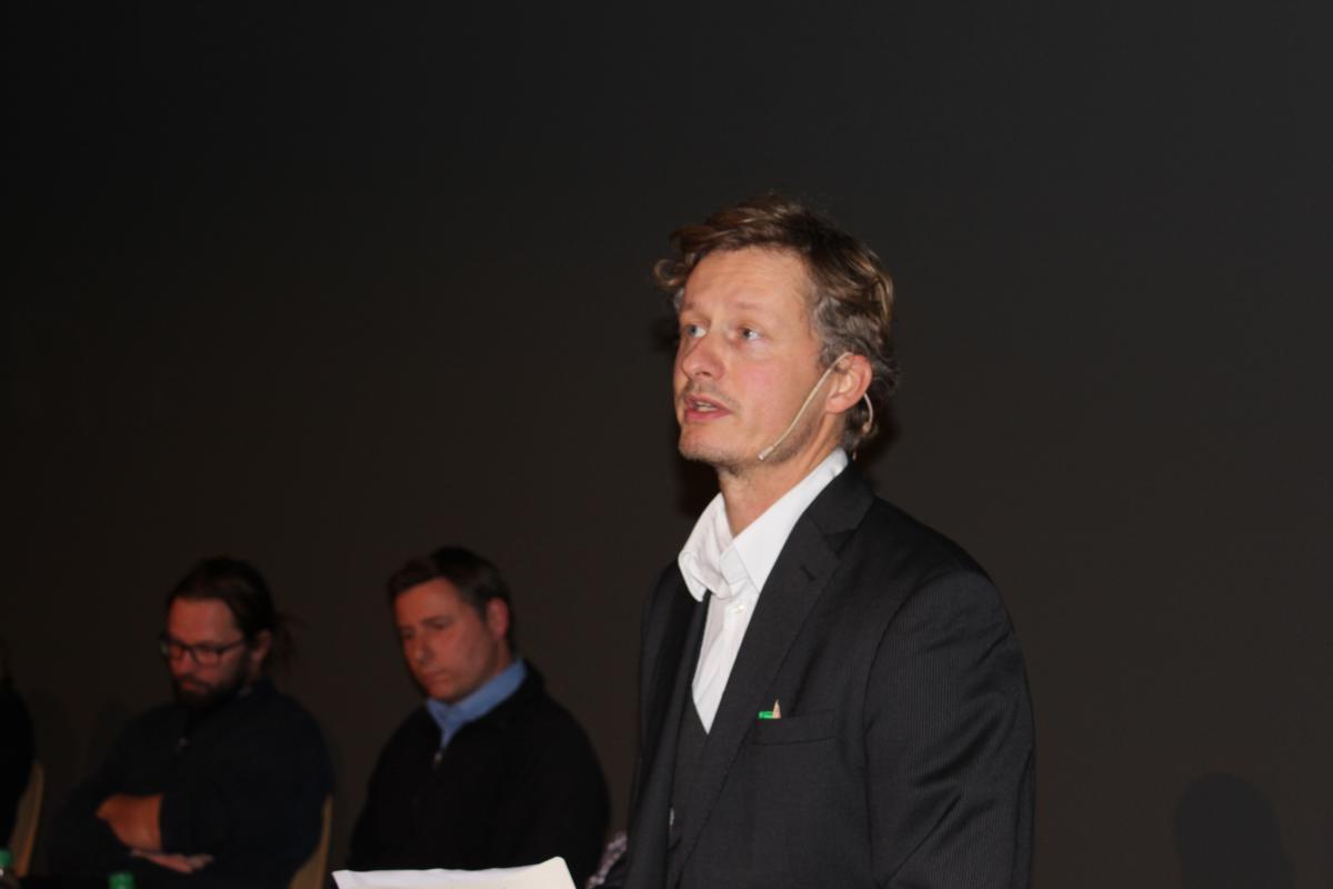 Moderator Sebastian Hofmüller